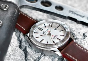 Luxury Alpina – Watches that are equally at home on land, in the air or underwater Replica Buying Guide